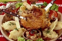 Crispy knuckle of pork for 2 persons -
